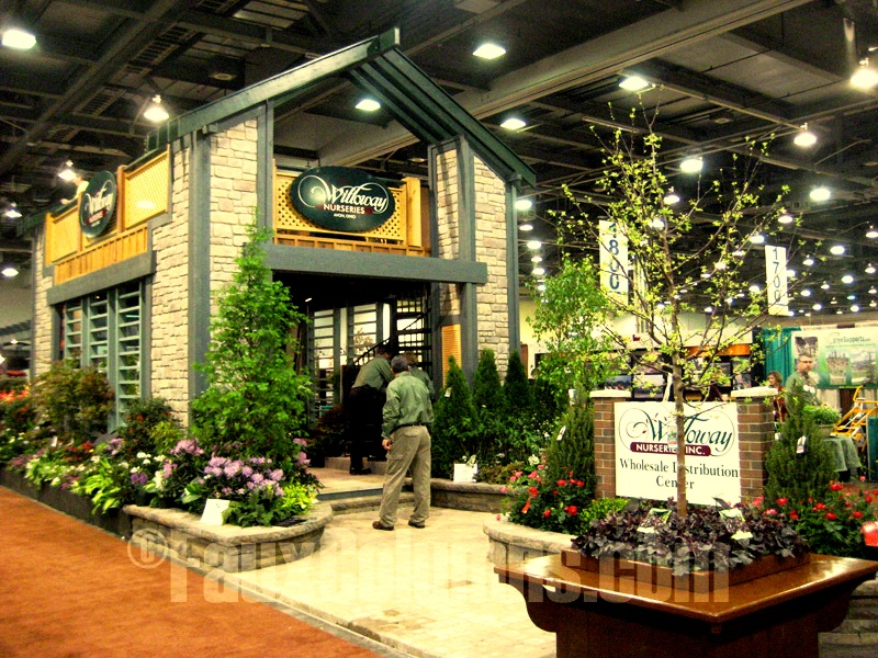 Decorative columns can also work beautifully for trade show displays.