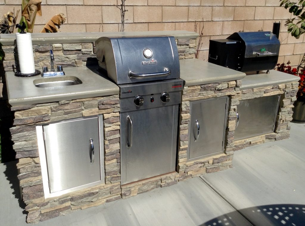 Outdoor grill island covered with Regency Stacked Stone panels in Misty Morning color.