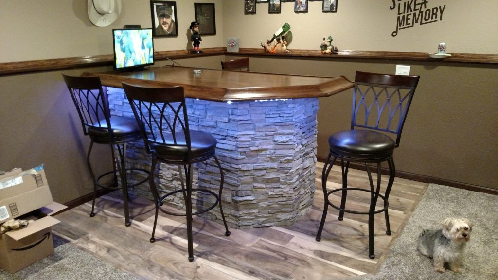 LED lights were also used by customer Tanner Westlake when he created a home bar out of Norwich Colorado Stacked Stone Misty Morning panels.